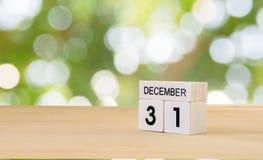 Calendario de madera del cubo de diciembre Fotos de archivo