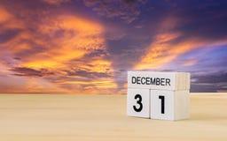 Calendario de madera del cubo de diciembre Fotos de archivo libres de regalías