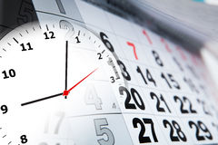 Calendario de pared con el número de días y de reloj Fotos de archivo libres de regalías