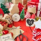 Calendario del advenimiento con las cajas de regalo Imágenes de archivo libres de regalías