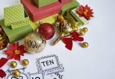 Calendario del advenimiento El proceso de la creación, hecho a mano Regalos en las cajas Año Nuevo Navidad Fotografía de archivo libre de regalías
