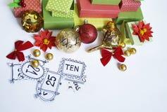 Calendario del advenimiento El proceso de la creación, hecho a mano Regalos en las cajas Año Nuevo Navidad Imagen de archivo libre de regalías