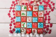 Calendario del advenimiento, galletas de la Navidad Imágenes de archivo libres de regalías