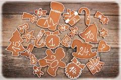 Calendario del advenimiento hecho del pan de jengibre Imagenes de archivo