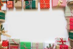 Calendario del advenimiento Regalos para el calendario de la Navidad Backgro blanco Foto de archivo libre de regalías