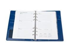 Calendario del cuaderno con la pluma de plata aislada en el fondo blanco Imágenes de archivo libres de regalías