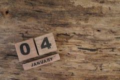 Calendario del cubo para enero en fondo de madera Fotos de archivo libres de regalías