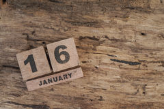 Calendario del cubo para enero en fondo de madera Imagenes de archivo