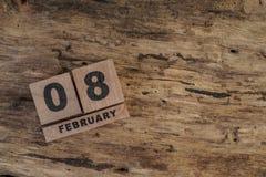 Calendario del cubo para febrero en fondo de madera Imágenes de archivo libres de regalías