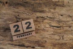 Calendario del cubo para febrero en fondo de madera Foto de archivo libre de regalías