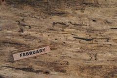 Calendario del cubo para febrero en fondo de madera Imagen de archivo libre de regalías