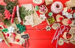 Calendario di arrivo con i contenitori di regalo Fotografie Stock