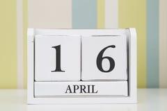 Calendario di forma del cubo per il 16 aprile Immagine Stock Libera da Diritti