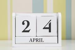 Calendario di forma del cubo per il 24 aprile Immagini Stock Libere da Diritti