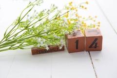 Calendario di legno d'annata di retro stile del filtro per il giorno di biglietti di S. Valentino Fotografia Stock Libera da Diritti