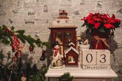 Calendario di legno di Natale nell'interno Fotografia Stock Libera da Diritti