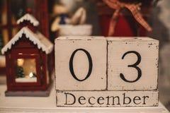 Calendario di legno di Natale nell'interno Immagini Stock