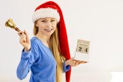 Calendario e campana della tenuta della donna di Natale Immagine Stock Libera da Diritti