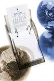 Calendario e globi di scrittorio Fotografie Stock Libere da Diritti