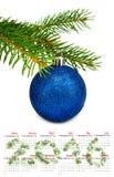 calendario 2016 imagen aislada del primer de la bola de la Navidad Fotografía de archivo