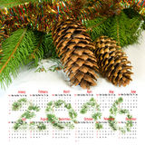 calendario 2016 Immagine dei coni di Natale nel primo piano della neve Fotografia Stock Libera da Diritti