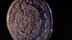 Calendario maya en fondo negro almacen de metraje de vídeo