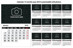 Calendario 12 mesi di anno 2019 personalizzabile con testo, le foto ed i colori illustrazione di stock