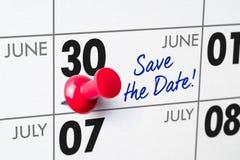 Calendario murale con un perno rosso - 30 giugno Fotografia Stock Libera da Diritti