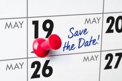Calendario murale con un perno rosso - 19 maggio Immagini Stock