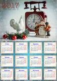 Calendario para 2017 con el gallo, niños con un muñeco de nieve en el b Fotografía de archivo