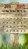 Calendario para el 2018 de marzo en fondo del tablero de madera Fotografía de archivo