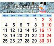 Calendario per il dicembre 2017 con l'immagine del pupazzo di neve favoloso Fotografia Stock