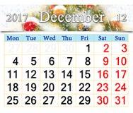 Calendario per il dicembre 2017 con le decorazioni dell'albero del nuovo anno Fotografia Stock