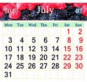 Calendario per il luglio 2017 con l'immagine del lampone rosso e nero Fotografia Stock Libera da Diritti