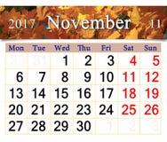 Calendario per il novembre 2017 con le foglie gialle Immagini Stock