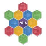 Calendario por 2018 años en fondo hexagonal colorido brillante Foto de archivo