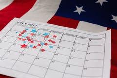 Calendario segnato con la decorazione di forma della stella Immagini Stock Libere da Diritti