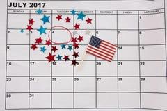 Calendario segnato con la decorazione e la bandiera americana di forma della stella Fotografia Stock Libera da Diritti