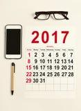 calendario 2017 su una scrivania Immagine Stock