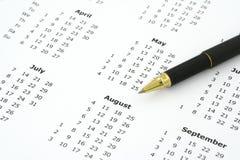 Calendario y bolígrafo foto de archivo libre de regalías