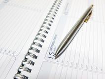 Calendario y pluma. Fotos de archivo libres de regalías