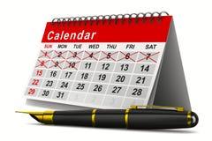 Calendario y pluma en el fondo blanco Imagen de archivo libre de regalías