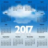 Calendrier anglais pendant 2017 années avec des nuages dans le ciel bleu Photos libres de droits