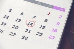 Calendrier avec la marque aux jours 14, Saint Valentin Images stock