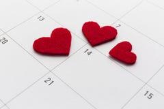 Calendrier avec le 14ème coeur marqué de Saint Valentin Photo stock