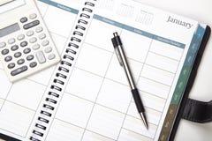 Calendrier avec le crayon lecteur et la calculatrice Photo libre de droits