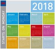 Calendrier coloré pendant l'année 2018 Débuts de semaine lundi Images libres de droits