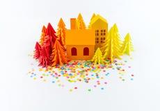 Calendrier d'avènement pour la couleur de bébé lumineuse Entaille de papier d'arbre de Chambre et de No?l Partie avec des confett photo stock