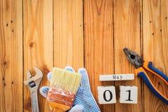Calendrier de bloc en bois pour le jour de travail, le 1er mai Photos libres de droits