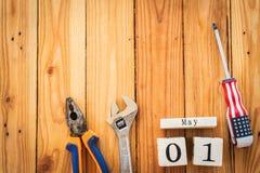 Calendrier de bloc en bois pour le jour de travail, le 1er mai Image stock